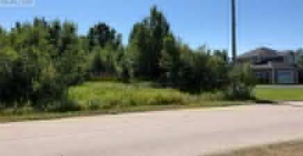 1219217, 9 Riverside Drive, Deer Lake